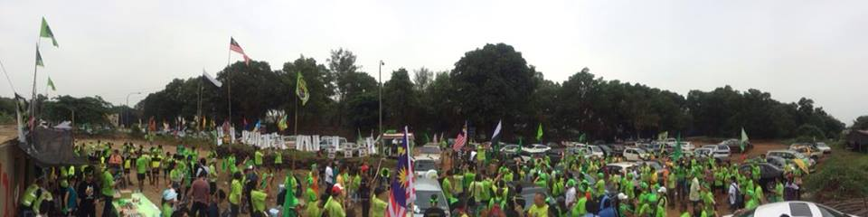 An estimated one thousand people picketed the Lynas rare earths plant.